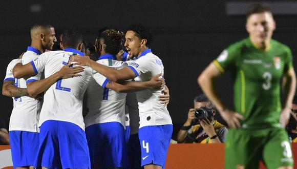 Sin brillo, pero con solvencia y efectividad, Brasil salió airoso del desafío de prescindir del lesionado Neymar al arrancar la Copa América que disputa en casa con una goleada 3-0 sobre el modesto conjunto de Bolivia en Sao Paulo. (Foto: AFP)