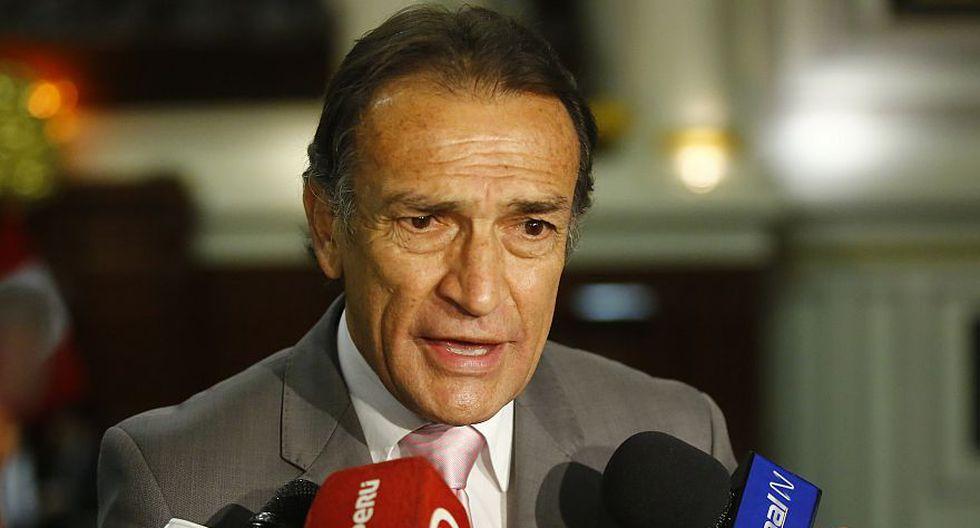 El congresista Héctor Becerril dijo que la bancada de Fuerza Popular decidirá si invitan o interpelan a Fernando Zavala. (Archivo El Comercio)