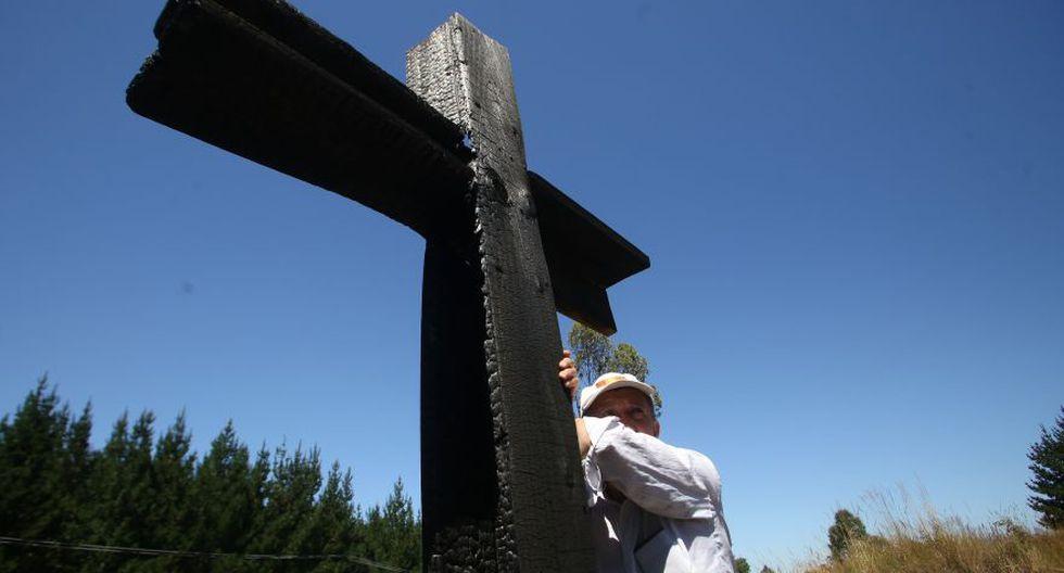 Tres iglesias fueron incendiadas en Chile en el primer día completo de actividades del papa Francisco a la nación andina. (Foto: AFP)