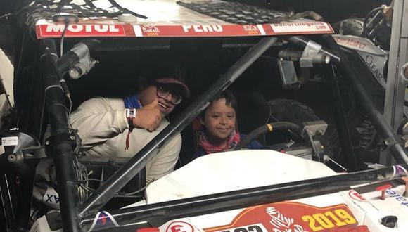 El pequeño Mateo es un niño con Síndrome de Down que vivió un gran momento con Lucas Barrón en el Dakar 2019. (Foto: Facebook)