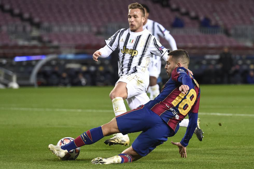 1. Nada menos que 2008 jugadores brasileños se movieron en el mercado en 2020. Arthur, por ejemplo, fue transferido de Barcelona a Juventus. (Foto: AFP)
