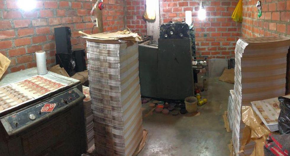 La Policía incautó el dinero falsificado en una casa ubicada en la calle Bambamarca, en el asentamiento humano Villa Mar. (Difusión)