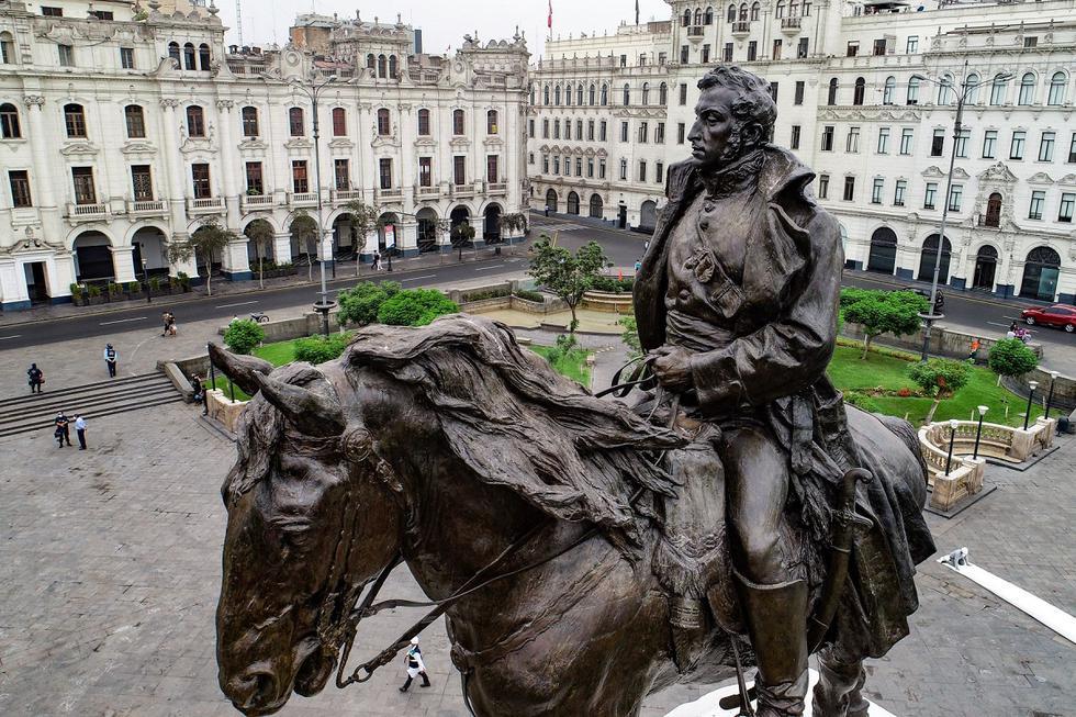 La Municipalidad de Lima entregó hoy el monumento del libertador José de San Martín completamente restaurado, que se ubica en la plaza del mismo nombre, en el Centro Histórico. (Foto: Andina/@photo.gec)