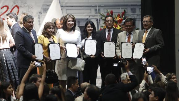 Los dos principales miembros de la bancada, Martha Chávez y Carlos Mesía, han dejado en claro que no permitirán deslindes con el Congreso anterior. (Foto: César Campos / GEC)