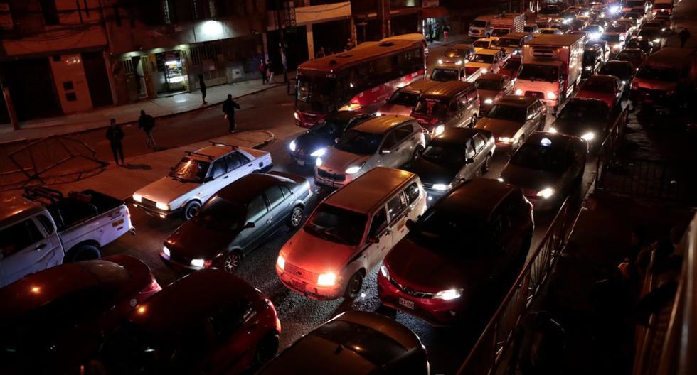 Caótica normalidad: vuelven el intenso tráfico y el riesgo en el transporte público. (Foto: Hugo Pérez)