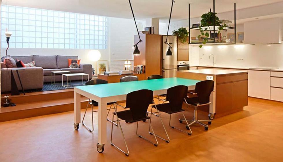El dúplex se encuentra situado en la Calle Verdi, en Barcelona, España. La misión de los arquitectos era convertirlo en un lugar espacio y acogedor. (Foto: José Hevia /cireraespinet.com)