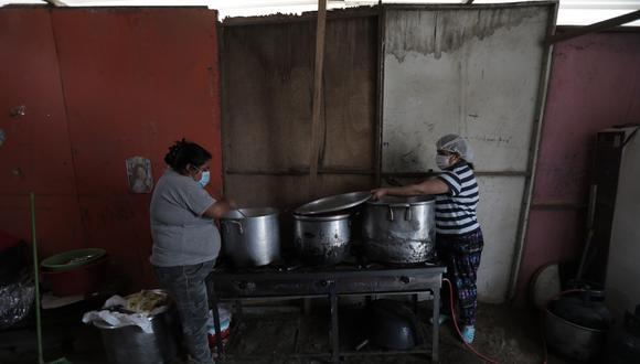 Palomino recordó que las ollas comunes son la única fuente de comida para muchas peruanas y peruanos. Foto: Anthony Nino
