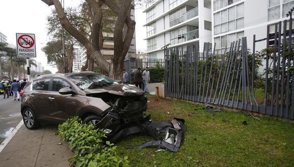 Dos personas fallecieron en accidente de tránsito ocurrido en la avenida Javier Prado. (Foto: César Grados)