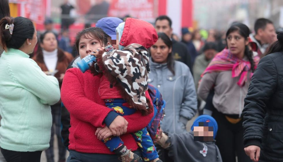 Los niños también salen muy abrigados. (Foto: Hugo Pérez/GEC)