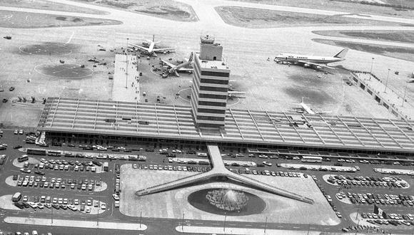 Vista aérea del Aeropuerto Internacional Jorge Chávez tomada el 28 de enero de 1974. Los vuelos internacionales se reiniciarán en el Perú este 5 de octubre tras el cierre de fronteras por el COVID-19. (Foto: Archivo Histórico El Comercio)