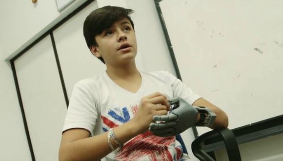 Leonardo Viscarra, el niño que fabricó su propia mano robótica