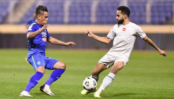 Cueva y Carrillo chocaron este domingo por la liga Árabe. (Foto: Al Fateh)