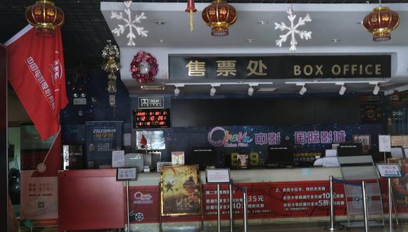 Se ve una taquilla vacía en el China Film Cinema de Beijing. El establecimiento se cerró por el nuevo coronavirus (COVID-19). Archivo del 30 de junio de 2020. (REUTERS/Tingshu Wang).