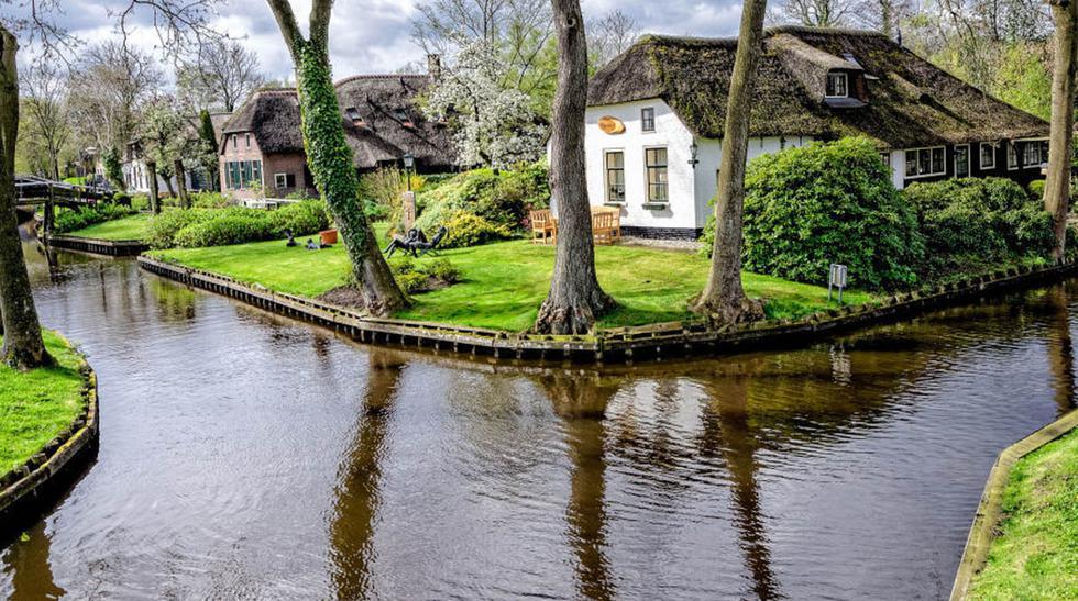 Las calles de este pueblo en Holanda son de agua - 1