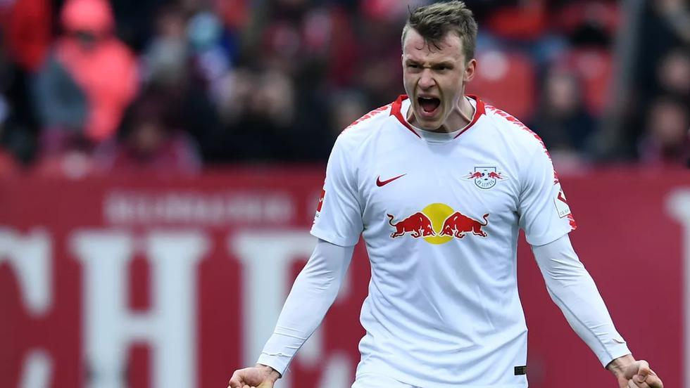 El FC Bayern Munich y el Borussia Dortmund quieren fichar a Lukas Klostermann, defensa del RB Leipzig. | Foto: AFP