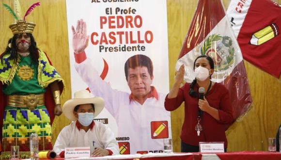Pedro Castillo y Verónika Mendoza firmaron un compromiso en Lima en la tarde del miércoles 5 de mayo (Foto: César Bueno / @photo.gec)