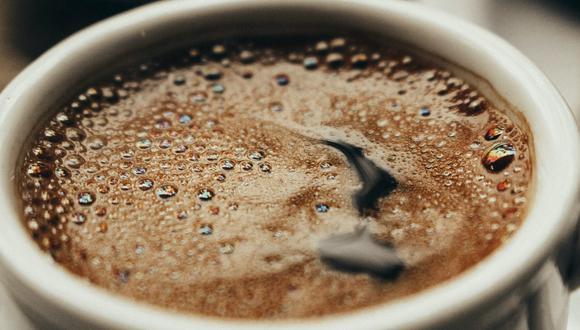 Trucos caseros para eliminar manchas de café en la ropa. (Foto: Pexels | samer daboul)