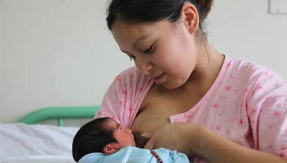 Si estás asegurada a EsSalud y estás a punto de dar a luz es importante que sepas que tienes derecho al pago de subsidio por lactancia, el cual consiste en la entrega de 820 soles para el cuidado de tu bebé.