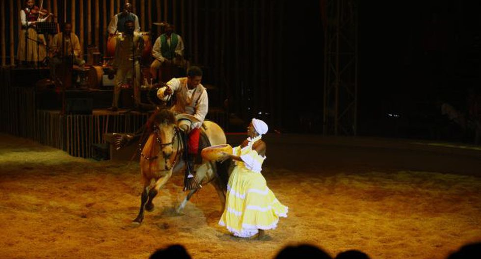 "La Tarumba presenta ""Gala"" y se viste de fiesta"