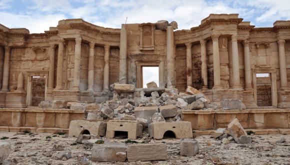 Una foto de archivo tomada el 3 de marzo de 2017 muestra el anfiteatro romano dañado en la antigua ciudad de Palmira en el centro de Siria. (Foto de STRINGER / AFP).