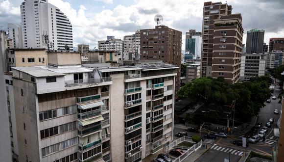 Vista de edificios de departamentos en el barrio acomodado de Los Palos Grandes en Caracas, Venezuela, el 3 de septiembre de 2021. (YURI CORTEZ / AFP).