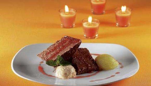 Turrón de quinua y kiwicha al chocolate con helados de tuna y choclo