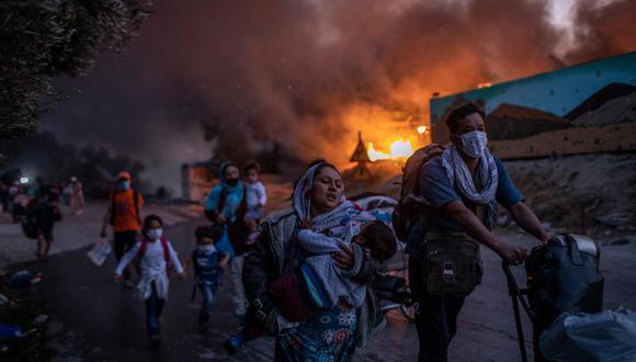El campamento de Moria, en la isla de Lesbos, albergaba a más de 10.000 personas antes de ser completamente destruido por dos incendios, el 8 y el 9 de septiembre de 2020, que no causaron víctimas. (Foto: Petros Giannakouris / AP)