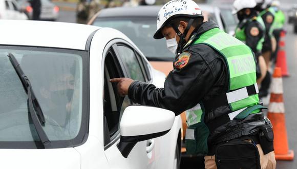 Para saber si su vehículo cuenta con alguna papeleta o multa por infracción de tránsito, solo debe ingresar a la página web del SAT o llamar a Aló SAT. (Foto: Andina)