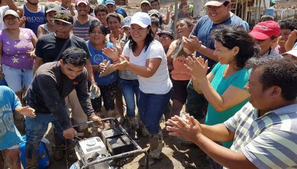 Keiko llevó ayuda a Huarmey, ciudad que sobrevoló PPK