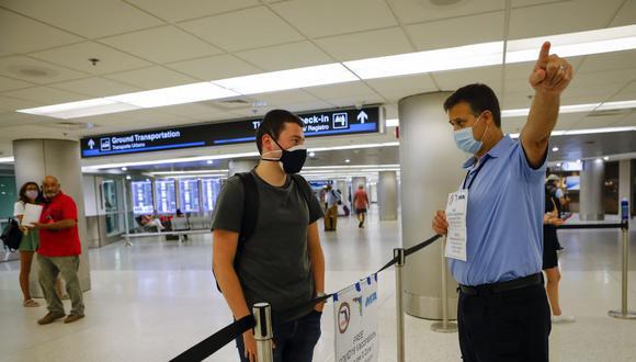 Estados Unidos elabora un plan para exigir la vacunación completa contra el coronavirus a los visitantes extranjeros. (Eva Marie UZCATEGUI / AFP).