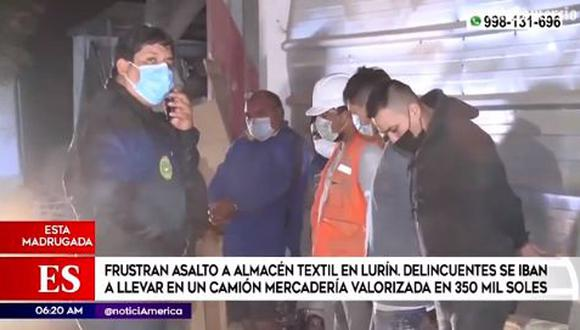 Siete delincuentes fueron detenidos y dos de ellos reportan antecedentes policiales. Los sujetos ingresaron al local con un arma y amenazaron a un grupo de trabajadores. (Foto: captura de video América TV)
