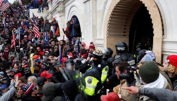 Fanáticos de Donald Trump asaltan el Capitolio de Estados Unidos el 6 de enero de 2021. (Archivo / REUTERS / Shannon Stapleton).