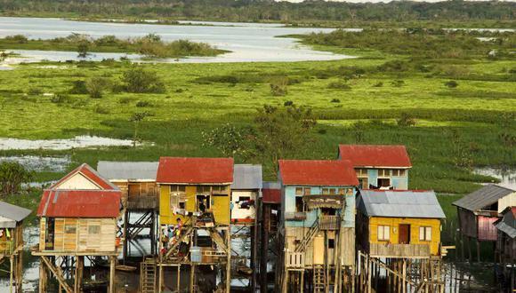 Vista del barrio Belén, en Iquitos, Perú. En las proximidades se encuentra el mercado Belén, en donde se comercializan partes de jaguar, además de carne de monte y animales vivos. Las autoridades tienen dificultad para realizar sus controles y aplicar la ley. Foto: Eduardo Franco Berton.