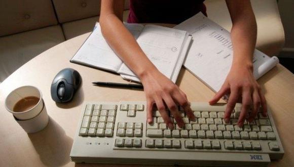 La oficina ha ido cambiando a lo largo de la historia, hoy se ubica en nuestros hogares con el teletrabajo. (Foto: Reuters)