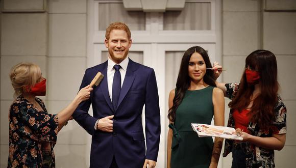 Las réplicas de cera de Enrique y Meghan de Sussex han sido alejadas de la reina Isabel II. (Foto: Tolga Akmen / AFP)