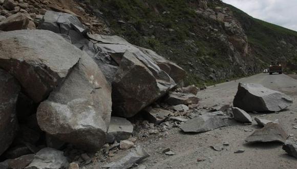 Churín: 4 muertos y 4 heridos de gravedad en minivan sepultada