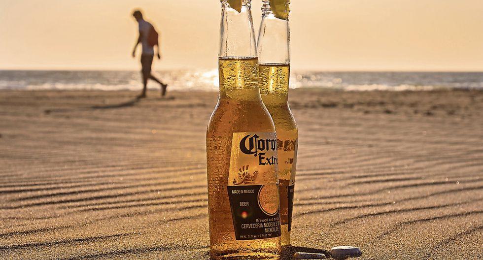 Corona, cuyo nombre se refiere a la corona del Sol y no tiene relación alguna con el virus, es la tercera cerveza más popular de Estados Unidos.
