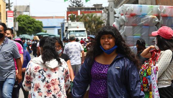 Llevar la mascarilla en la barbilla puede ser motivo de multa, ya que no se le está dando uso. (Foto de archivo: GEC)