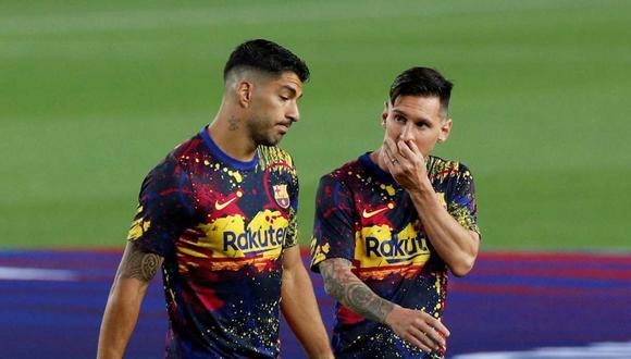 Luis Suárez respaldó a Lionel Messi por el momento que vive en Barcelona. (Foto: Reuters)