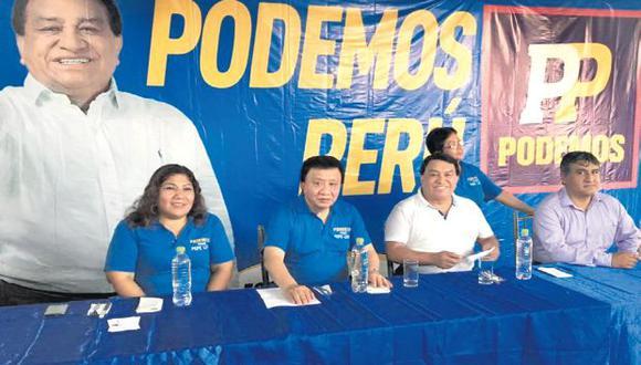 Enrique Wong (segundo de la izquierda), negó que hayan sido favorecidos por la ONPE. (Foto: José Luna / Facebook)