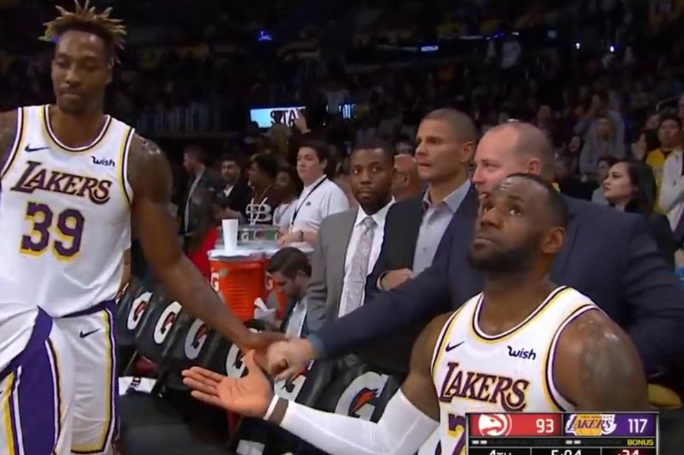LeBron James protagonizó una jocosa escena durante uno de los descansos del partido entre Los Angeles Lakers y Atlanta Hawks. (Foto: MLG Highlights en YouTube)