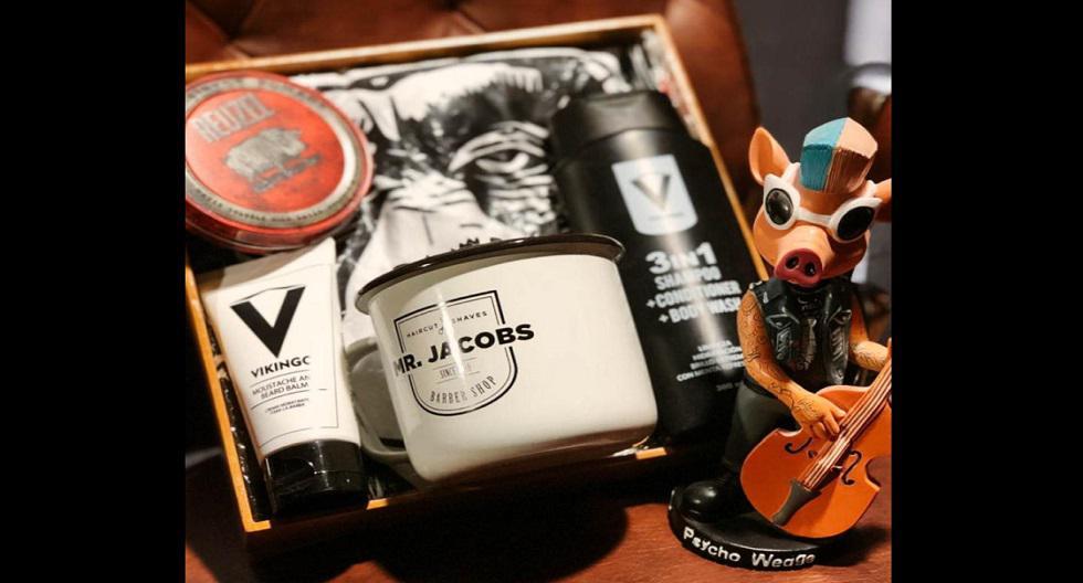 Pack de Mr. Jacobs súper útil para el cuidado del cabello y barba: pomada reuzel, minoxidil, shampoo 3 in con un polo y taza Mr. Jacobs. Precio: 259 soles. Adquiéralo en: https://cutt.ly/UykMOg9
