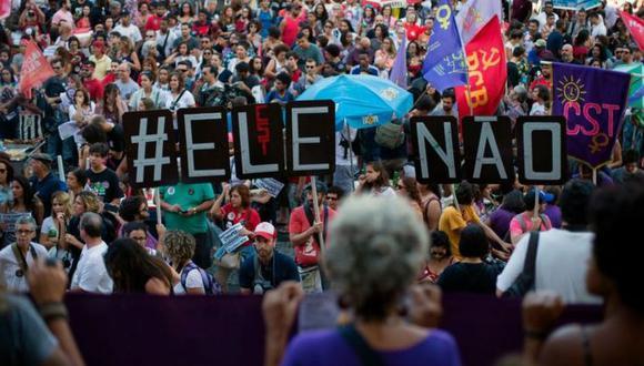 """La manifestación #EleNão"""" contra Jair Bolsonaro, antes de la segunda vuelta, se convirtió en la mayor movilización de mujeres de la historia de Brasil. (Foto: Getty Images)"""
