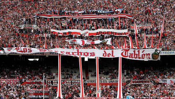 River Plate – 'Los borrachos del Tablón' (Argentina). En 2011, cuando el equipo descendió de categoría, los hinchas hicieron destrozos en el propio estadio Monumental y en las oficinas administrativas. (Fuente: clubaltleticoriverplate.blogspot.com)