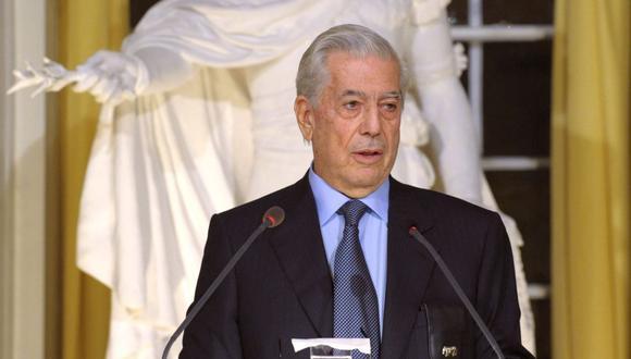 Mario Vargas Llosa realiza su discurso en la Academia Sueca el 7 de diciembre de 2010 como el galardonado al premio Nobel de Literatura de ese año. (Foto: REUTERS/Henrik Montgomery/Scanpix Sweden)