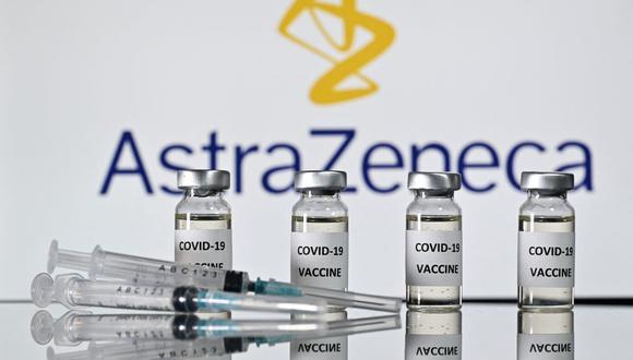 Noruega sigue los pasos de Dinamarca y suspende la vacuna de AstraZeneca contra el coronavirus. (Foto: JUSTIN TALLIS / AFP).