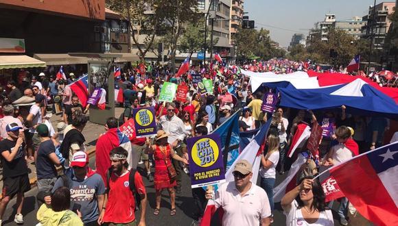 Los chilenos deberán decidir el 26 de abril en un plebiscito si aprueban o rechazan la redacción de una nueva Constitución. (Twitter / @carreragonzalo)