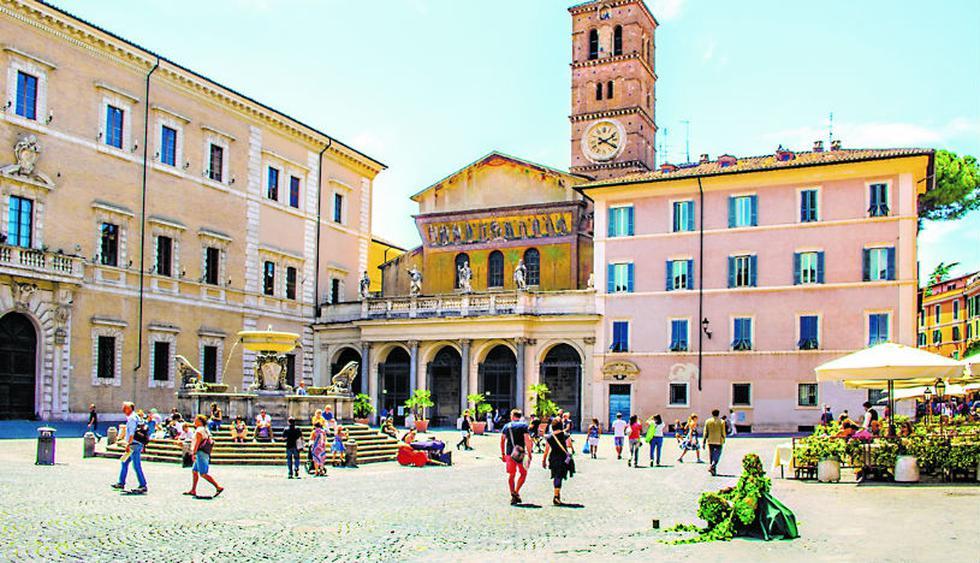 En la plaza Santa María, ubicada en Trastevere (Roma),  encontrarás el Palacio San Calisto del siglo XVII. Foto: Shutterstock.