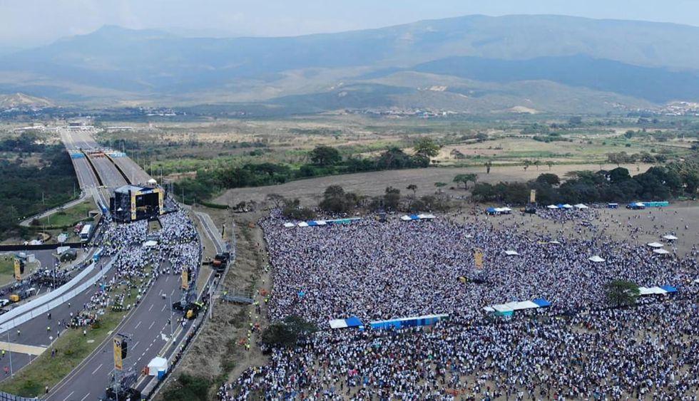 Más de 300 mil personas asistieron a concierto 'Venezuela Aid Live' en frontera. (Foto: AFP)