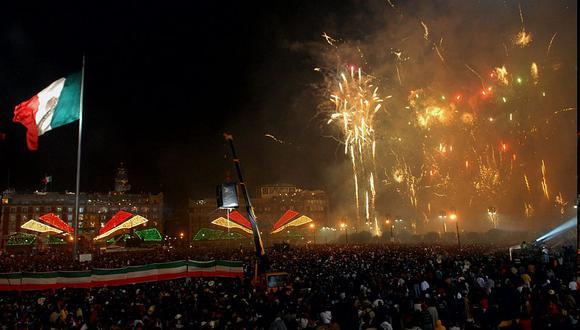 Miles de mexicanos se congregan cada año en el Zócalo de la Ciudad de México para presenciar el grito programado para las 23:00 horas. (Foto: EFE)